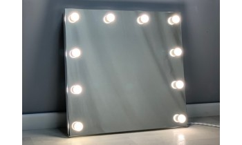 Oglinda Makeup cu becuri 60x60
